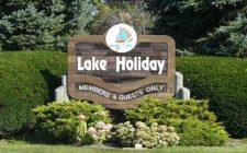 lake-holiday-sign